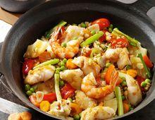 Rezept Süß-saure Gemüsepfanne mit Fisch, Garnelen und Ananas, unser Rezept…