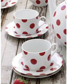 red polka dot dinnerware- THIS IS THE ULTIMATE!!! ...but they dont' have it anymore.