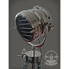 Lampe industriel sur tr pied on pinterest floor lamps for Lampe projecteur cinema sur trepied