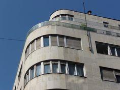 Nagy kedvencemtől, a Párizsi udvartól csak pár lépés a Gerlóczy Gedeon által tervezett, 1941-43-ban felépült bérház, amely kakukkto...