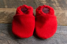 These easy-to-make Upcycled Sweater Baby Booties will keep little toes nice and toasty! A free printable pattern is included!