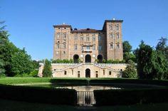 Un #buongiorno da favola dal #Castello ducale di #Agliè!  #Piemonte #Torino  (Foto di Antoine Jasser)