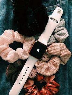apple watch n scrunchies Vsco, Scrunchies, Apple Watch Fashion, Apple Watch Accessories, Phone Accessories, Accessoires Iphone, Accesorios Casual, Birthday Wishlist, Mode Inspiration