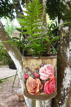 Eco Design by Carlos Rossi Small Backyard Design, Home Garden Design, Garden Art, Tin Can Crafts, Dyi Crafts, Decoupage Tins, Reuse Containers, Recycled Tin Cans, Shabby Chic Wall Decor