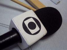 Globo faz editorial respondendo aos gritos da rua e reporteres tiram cubo do microfone http://www.bluebus.com.br/globo-faz-editorial-respondendo-aos-gritos-da-rua-e-reporteres-tiram-cubo-do-microfone/