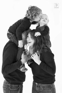 Photos Shooting Studio en famille. Shooting photo en famille. Photos Shooting et shooting photo en studio paris. Idée cadeau pour une famille. Studiophoto Paris