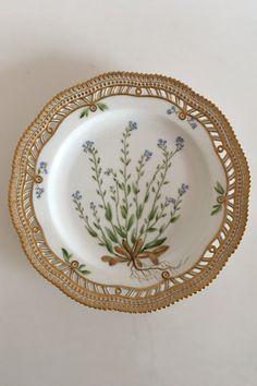 Royal Copenhagen Flora Danica Pierced Luncheon Plate #3554 Antique
