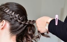 Simple and stunning Pakistani hair style for a party, weddings and special formal occasions. Latest trendy 2019 Hair styles with pictures. French Braid Styles, Side French Braids, Side Braids, French Braid Hairstyles, Fancy Hairstyles, Amazing Hairstyles, Hairstyle Ideas, Pakistani Hair, Easy Summer Hairstyles