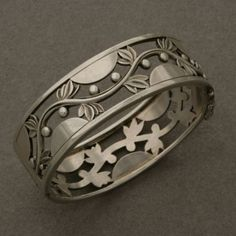 Art deco bangle no. 66 by Harald Nielsen for Georg Jensen | Handmade Sterling Silver. |  ca. 1933 - 44