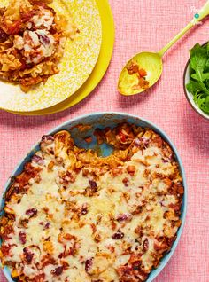 The slimming-friendly ingredients in this Chilli Pasta Bake make the perfect meal if you're calorie counting or following a diet plan like Weight Watchers!