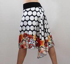 Jupe à pois et fleurs pour danser le tango  Parfait pour l'été! Combinaison de Sam: pois grands et les coquelicots, les dernières tendances! Cette jupe est unique parce que le design textile, j'ai créé sur l'ordinateur! Ensuite, il a été imprimé par une entreprise spécialisée dans l'impression des tissus. Impression de haute qualité est faite en utilisant les meilleures couleurs sur le marché. Haute définition donne un très «réaliste» avec des dessins avec une qualité photographique…