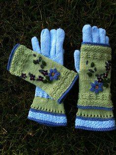 dom-klary's Dance in Heaven. Bright sunny colors gives a charm every winter day. Summer enchanted in - gloves and mitts. Knitted Mittens Pattern, Fingerless Gloves Knitted, Crochet Mittens, Crochet Gloves, Knitted Hats, Knitting Patterns, Crochet Cap, Lace Gloves, Wrist Warmers