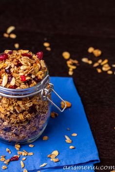 Cranberry Almond Granola: Easy large batch granola 10x better than buying it from the grocery store. Super delicious while secretly healthy, vegan and gluten-free.