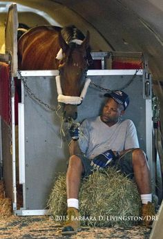 Travers champ KEEN ICE, with John Clay, settling in on the Tex Sutton flight out of Albany to KY and CA. #airhorseone