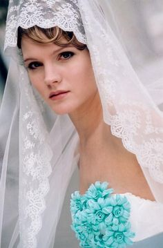 Wedding Couture Dresses and Veils of Spain <3