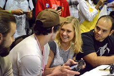 Bob Morley and Eliza Jane Taylor playing Mario Kart at SuperCon    The 100 cast    Bellarke    Beliza    Bellamy Blake and Clarke Griffin