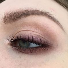 ✨ – paint pot in painterly, powerpoint eye pencil in stubborn brown, eyeshadows in antiqued, brown script, swiss chocolate; dazzleshadow in last dance & in extreme dimension mascara in well-toned Makeup Goals, Makeup Inspo, Makeup Inspiration, Makeup Tips, Beauty Make-up, Beauty Skin, Beauty Hacks, Grunge Makeup, Aesthetic Makeup