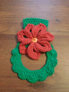 Crochet Poinsetta Wreath Red and Green Towel Holder - Cotton Towel Topper - Kitchen Decor Gift by QueenBsBusyWork on Etsy Crochet Kitchen, Crochet Home, Crochet Gifts, Crochet Yarn, Crochet Flowers, Free Crochet, Crochet Towel Holders, Crochet Towel Topper, Hat Patterns