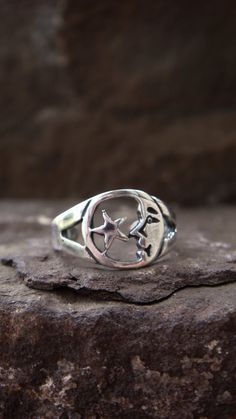 Hey, I found this really awesome Etsy listing at https://www.etsy.com/listing/130676825/knuckle-ring-sterling-silver-midi-ring