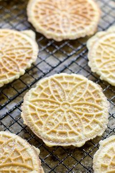 Pizzelle are nothing short of delightful. They are lightly sweetened with a crisp texture, easy to make , and perfect for holiday gift-giving. Anise is delicious Pizzelle Cookies, Pizzelle Recipe, Waffle Cookies, Jam Cookies, Pizzelle Maker, Chip Cookies, Yummy Cookies, Italian Pastries, Italian Desserts