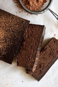 Four Ingredient Chocolate Fudge Cake