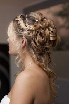 Here, we love hair! Chignon Hair, Headband Hairstyles, Up Hairstyles, Pretty Hairstyles, Bridal Hairstyles, Bun Braid, Popular Hairstyles, Half Up Wedding Hair, Wedding Hair And Makeup