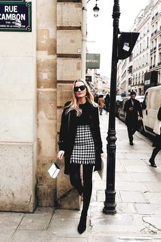 What It's Like to Live Out Your Fashion Daydream Read all about how this fashion editor lived out her fashion daydream by attending Paris Fashion Week. Europe Outfits, Paris Outfits, Paris Chic, Lookbook Mode, Fashion Lookbook, Europe Fashion, London Fashion, Paris Fashion Weeks, Black Women Fashion