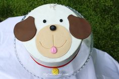 This puppy cake is sure to be a crowd-pleaser and the tutorial Melissa provides is excellent. I subscribe to her website - My Cake School. Now I need to see if she has Pinterest boards too. ;-)