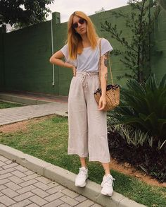 6 Ways to Use Linen Pantacourt Every Day - Fashion Teenage Casual Sporty Outfits, Stylish Outfits, Fashion 101, Fashion Outfits, Womens Fashion, Fashion Trends, Look Fashion, Fashion Ideas, Women's Summer Fashion