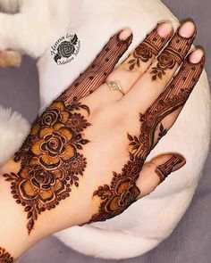 We have got a list of top Arabic Mehndi designs for Hand. You can choose Arabic Mehndi Design for Hand from the list for your special occasion. Henna Hand Designs, Dulhan Mehndi Designs, Mehandi Designs, Mehndi Designs Finger, Khafif Mehndi Design, Latest Bridal Mehndi Designs, Mehndi Designs For Girls, Mehndi Designs For Beginners, Modern Mehndi Designs