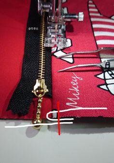ラミネート地のファスナーポーチの作り方  を年末に紹介しました その時 告知した 内布を付けたファスナーポーチ の作り方を紹介します しかも! 表布が内布に引っ張られない裏技の縫い方!必見です!!! *** 仕上がりサイズ 横17.5㎝ 縦11.5...