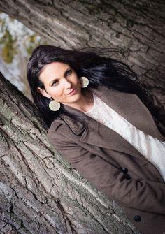 three trees : manteau marron et blouse - we are fashionable Photos Du, About Me Blog, Dreadlocks, Brown, Blouse, Hair Styles, Beauty, Fashion, Mantle