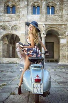 Piaggio Vespa, Vespa Scooters, Vespa V50, Motos Vespa, Lambretta Scooter, Motor Scooters, Scooter Girl, Vespa Girl, Vespa Vintage