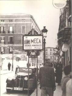 La idea es poner fotos antiguas de nuestros barrios, de manera que podamos ver las fotos que tengamos entre todos. Es asombroso y magico completamente mirar fotos antiguas, eh? Times Square, Street View, Travel, Spain, Antique Photos, Cities, Earth, Musica, Photography
