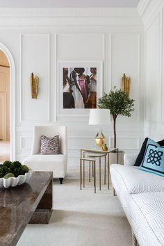 When it comes to celebrity homes, they always fascinate us. But what raises most interest are definitely their luxury living room designs. Chic Living Room, Living Room Grey, Living Room Modern, Living Room Chairs, Living Room Furniture, Living Room Decor, Living Rooms, Wooden Furniture, Furniture Movers
