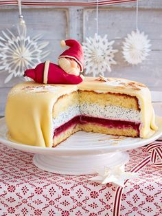 Mohn-Marzipan-Torte mit Nikolaus - List of the best food recipes Easy Smoothie Recipes, Easy Smoothies, Dessert Recipes, Cinnamon Cream Cheese Frosting, Cinnamon Cream Cheeses, Red Wine Gravy, Marzipan Cake, Naked Cakes, Flaky Pastry