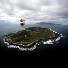 A South African man has become the first person to float from Robben Island to Cape Town using only helium balloons. Matt Silver-Vallance, who now lives in Coventry, took around an hour to make the mile crossing above the Atlantic. Nelson Mandela Children, V&a Waterfront, Balloon Flights, World Travel Guide, Island Records, Helium Balloons, Most Beautiful Cities, Travel News, Amazing Destinations
