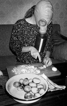 A mérgező sziget: Izu Vintage Bizarre, Creepy Vintage, Bazar Bizarre, Vintage Humor, Funny Vintage, Vintage Ladies, Cold War, Macabre, Vintage Photos
