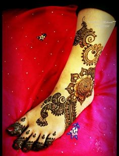 One of the most important #Shringar of a bride - #Mehendi#Mehandi #Weddingplz #Wedding #Bride #Groom #love # Fashion #IndianWedding  #Beautiful #Style