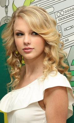 taylor-swift 480 X 800 Wallpapers available for free download.