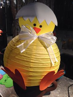 Móviles lamparas de papel (4) Ducky Baby Showers, Rubber Ducky Baby Shower, Baby Shower Duck, Simple Baby Shower, Diy Baby Shower Decorations, Diy Easter Decorations, Baby Decor, Spring Crafts, Holiday Crafts