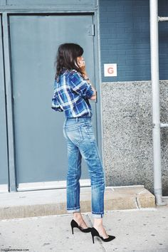 la modella mafia New York Fashion Week street style nyfw Spring 2015 - Emmanuelle Alt Jeans Boyfriend, Girlfriend Jeans, Looks Street Style, Looks Style, Fashion Week, Look Fashion, Fashion Trends, Vogue, Jeans Trend