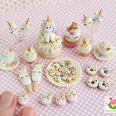 Felt Doll House, Mini Doll House, Polymer Clay Kawaii, Polymer Clay Charms, Miniature Crafts, Miniature Dolls, Clay Crafts, Diy And Crafts, Mini Craft
