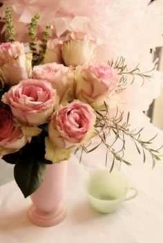 Pink and cream roses ♡ Omg, I love this so much.  ♡