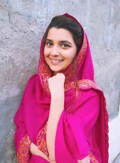 Nimrat Khaira is an Indian singer, actress and playback singer known for her work in Punjabi-language music and films Punjabi Fashion, Bollywood Fashion, Indian Fashion, Punjabi Girls, Pakistani Girl, Nimrat Khaira Instagram, Nimrat Khaira Suits, Punjabi Wedding Suit, Punjabi Models