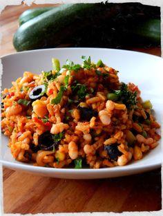 Scharfe ReisGemüsepfanne mit Ajvar Risotto, Wednesday, Vegetarian Recipes, Grob, Ethnic Recipes, Vegan Recipes, Delicious Dishes, Vegetarian Food, Food Portions