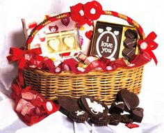 Happy #ChocolateDayOrder loving chocolates @ www.winni.in  #chocolatedaygifts #chocolategiftcombos #buychocolateonline #sendchocolatesonline #orderchocolatesonline  #valentinesweek #valentinesday #valentinesdaygifts #giftsforher #giftsforhim