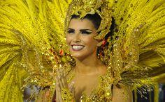A rainha de bateria da União da Ilha do Governador é a modelo Bianca Leão
