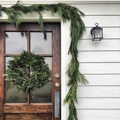 Looking for for pictures for farmhouse christmas tree? Check this out for unique farmhouse christmas tree images. This kind of farmhouse christmas tree ideas will look brilliant. Decoration Christmas, Christmas Porch, Country Christmas, Outdoor Christmas, Simple Christmas, All Things Christmas, Winter Christmas, Christmas Wreaths, Christmas Ideas