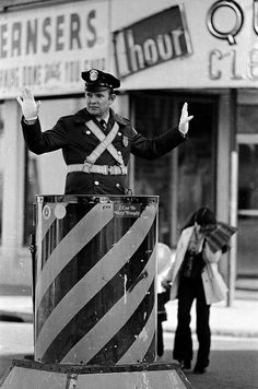 Policeman directs traffic in Somerville, MA in 1975 | Photo by Spencer Grant
